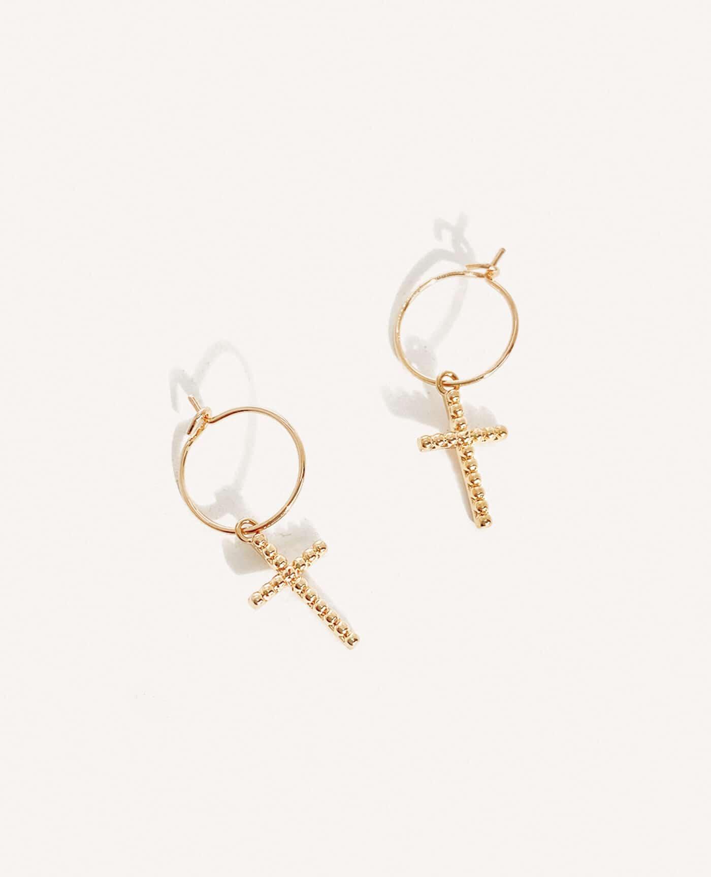 Boucles d'oreilles Croix fines en or de la marque Luj Paris