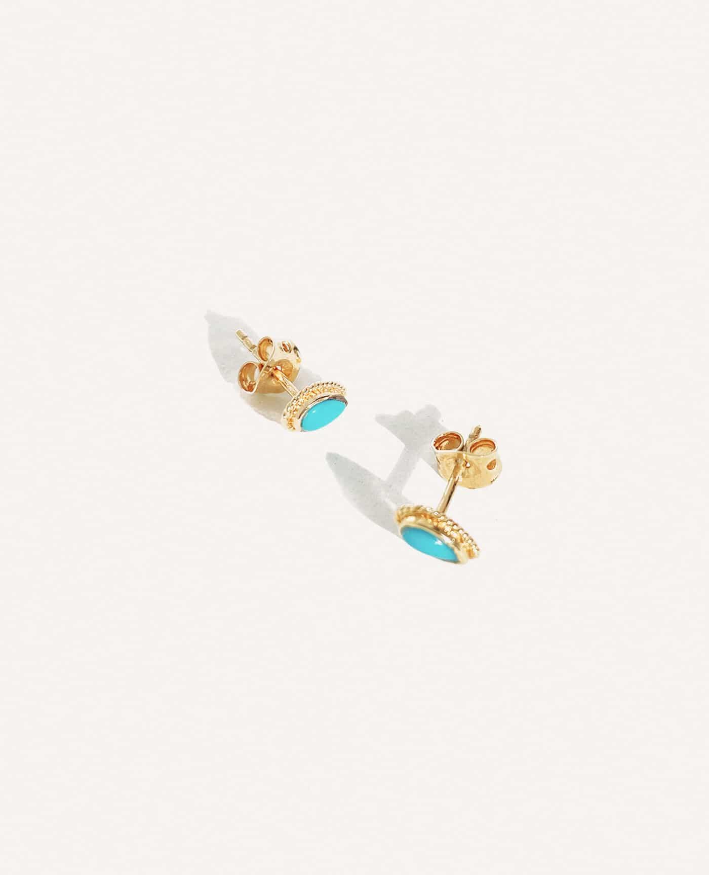 Boucles d'oreilles puces turquoises de la marque Luj Paris