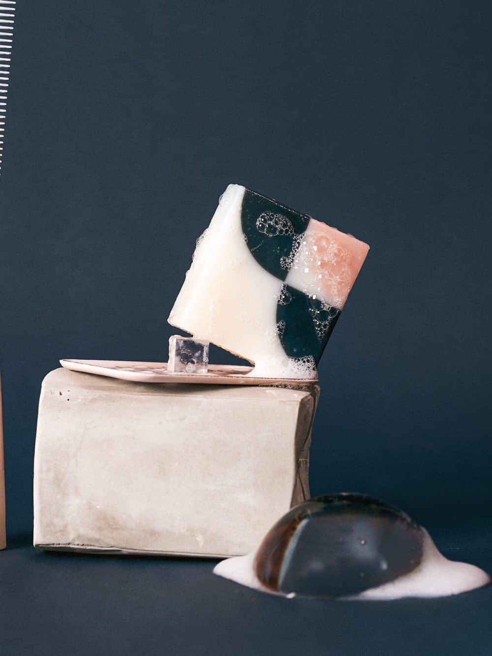 Savon solide bio et vegan de la marque Ciment Paris avec un motif esprit carreau de ciment kimono à la senteur fleur de cerisier made in france