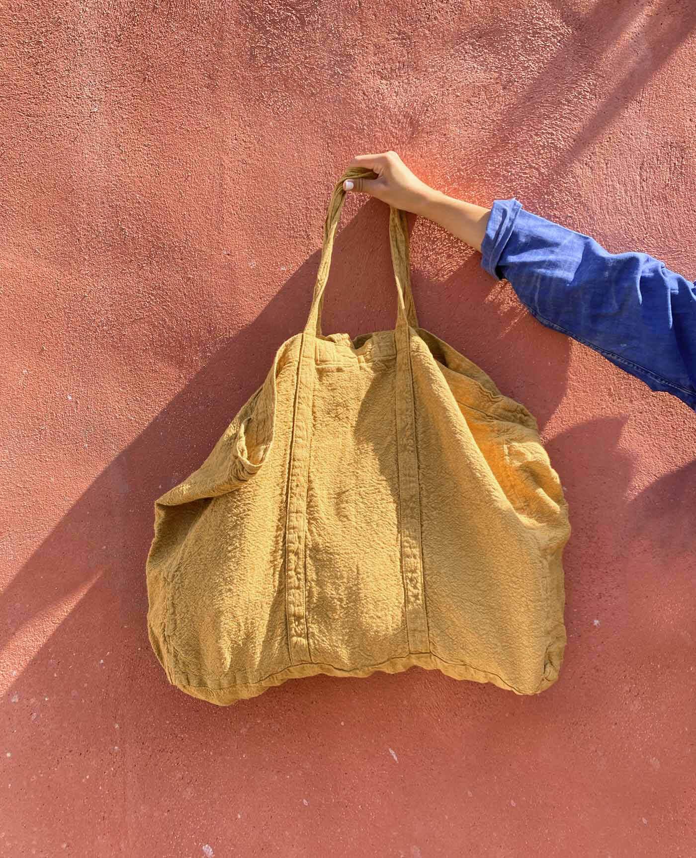 Sac de plage vegan ocre madras en lin français de la marque comptoir des teintures Made in France