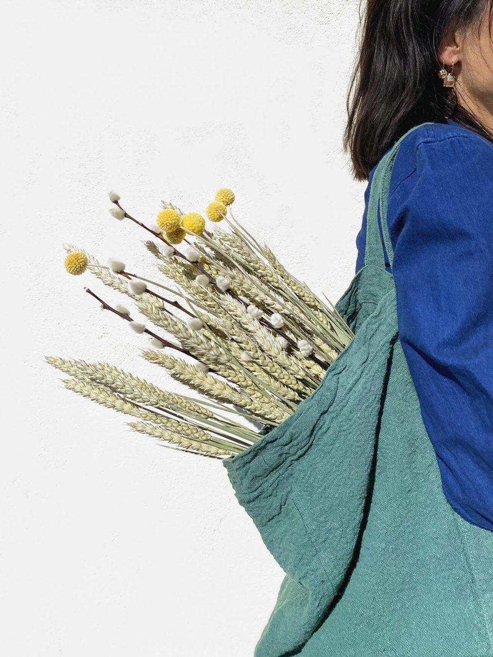 Sac de plage vegan vert eucalyptus en lin français de la marque comptoir des teintures Made in France