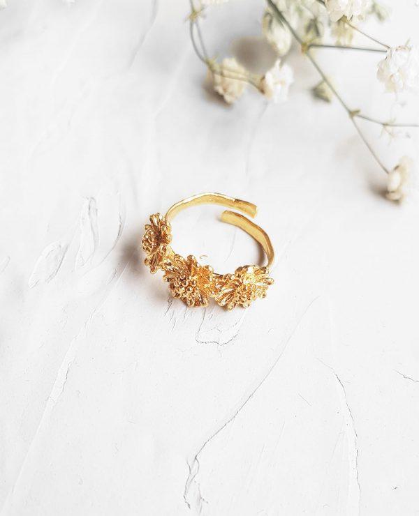 bague marguerite triple en forme de fleurs en or fairmined de la marque Elise tsikis made in france