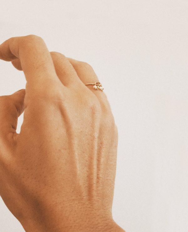 Bague fine en or et perles de la marque Gisel B made in france