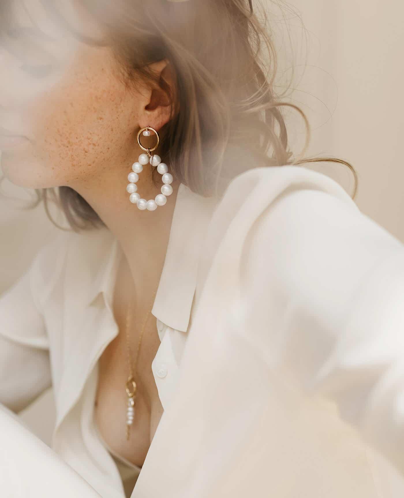 Boucles oreilles June en perles et or faites à la main de la marque Gisel B made in france