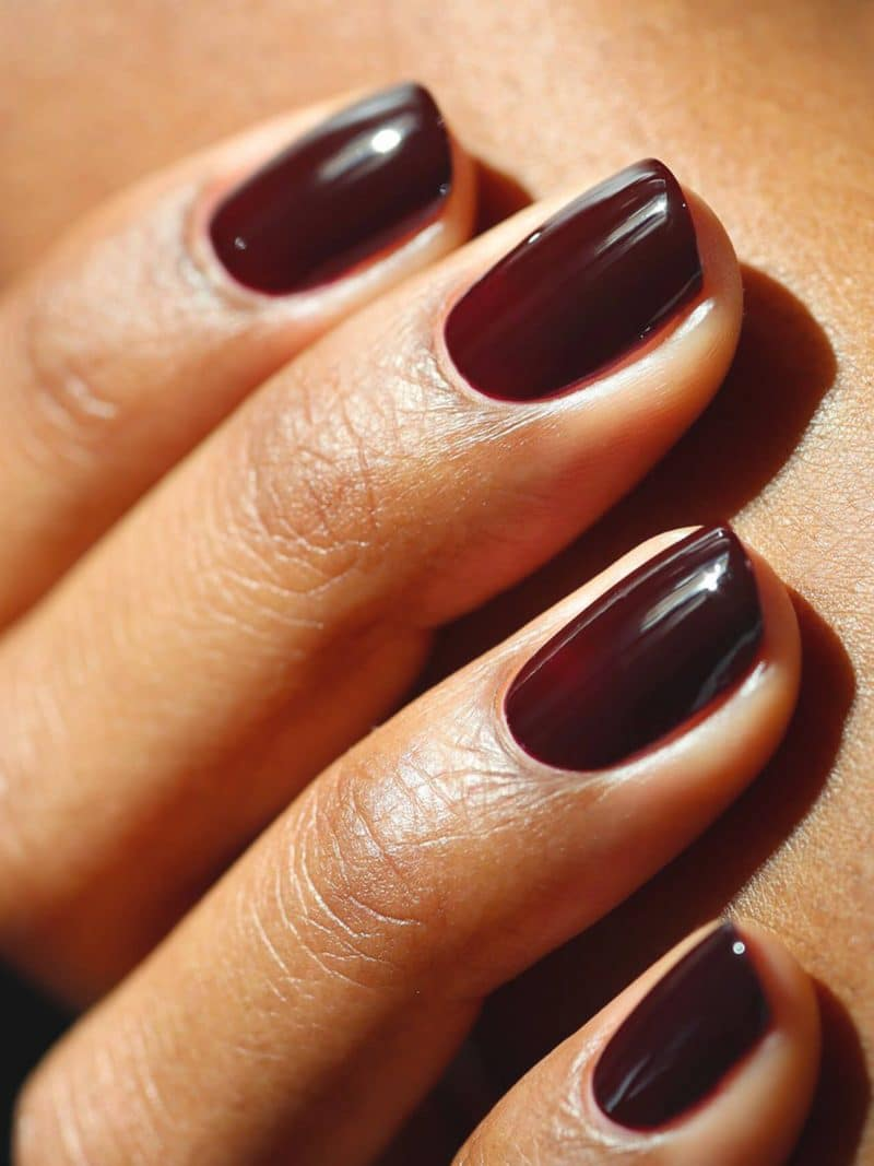 vernis à ongles semi permanent green flash bordeaux hollyhock de la marque Manucurist