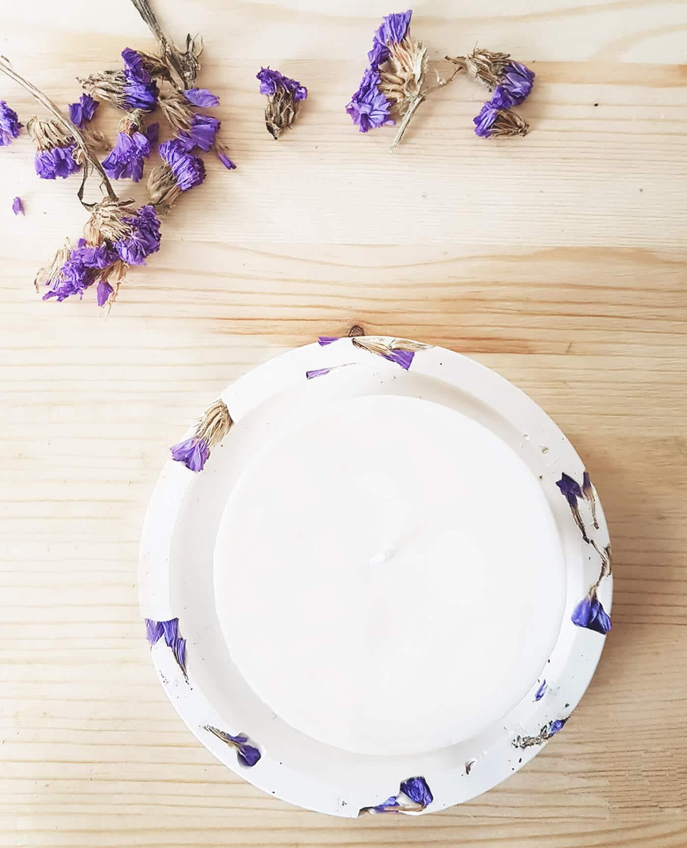 Socle support naturel statice pour bougies fleuries de la marque Ponoie Made in France