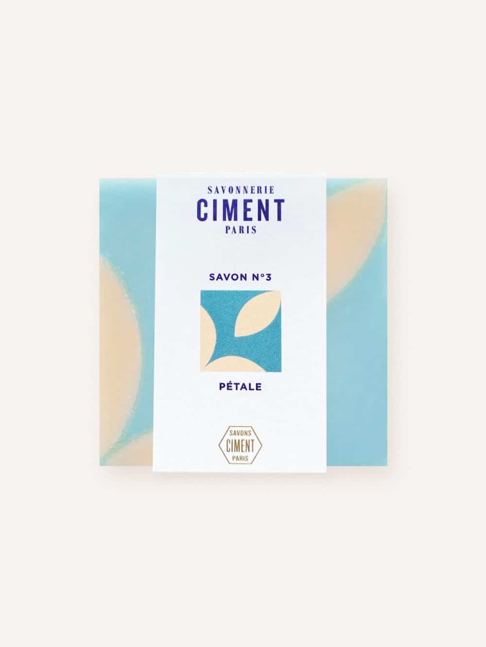 Savon solide bio et vegan de la marque Ciment Paris avec un motif esprit carreau de ciment pétale à la senteur rose fraîche made in france