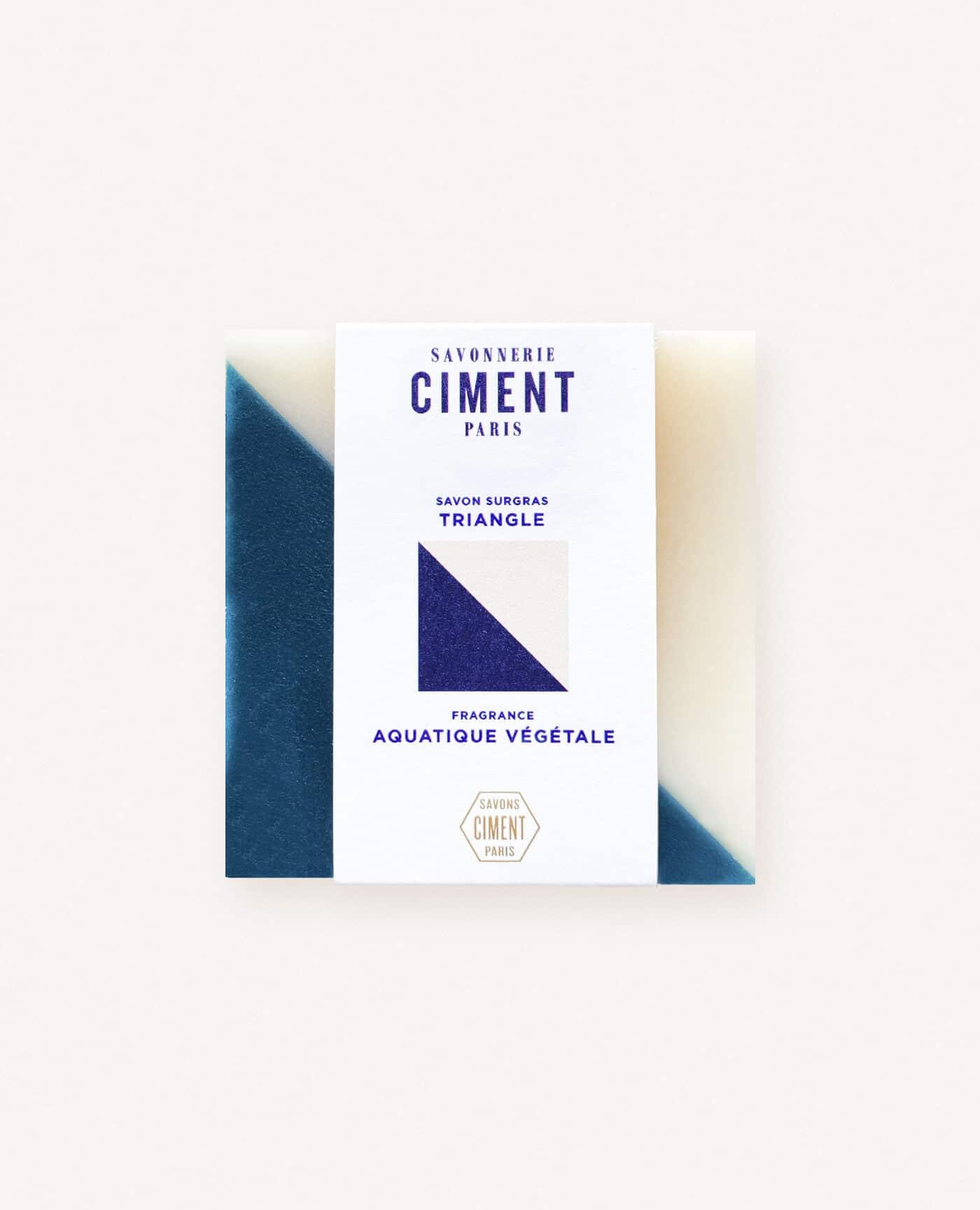 Savon solide bio et vegan de la marque Ciment Paris avec un motif esprit carreau de ciment triangle à la senteur aquatique végétale made in france
