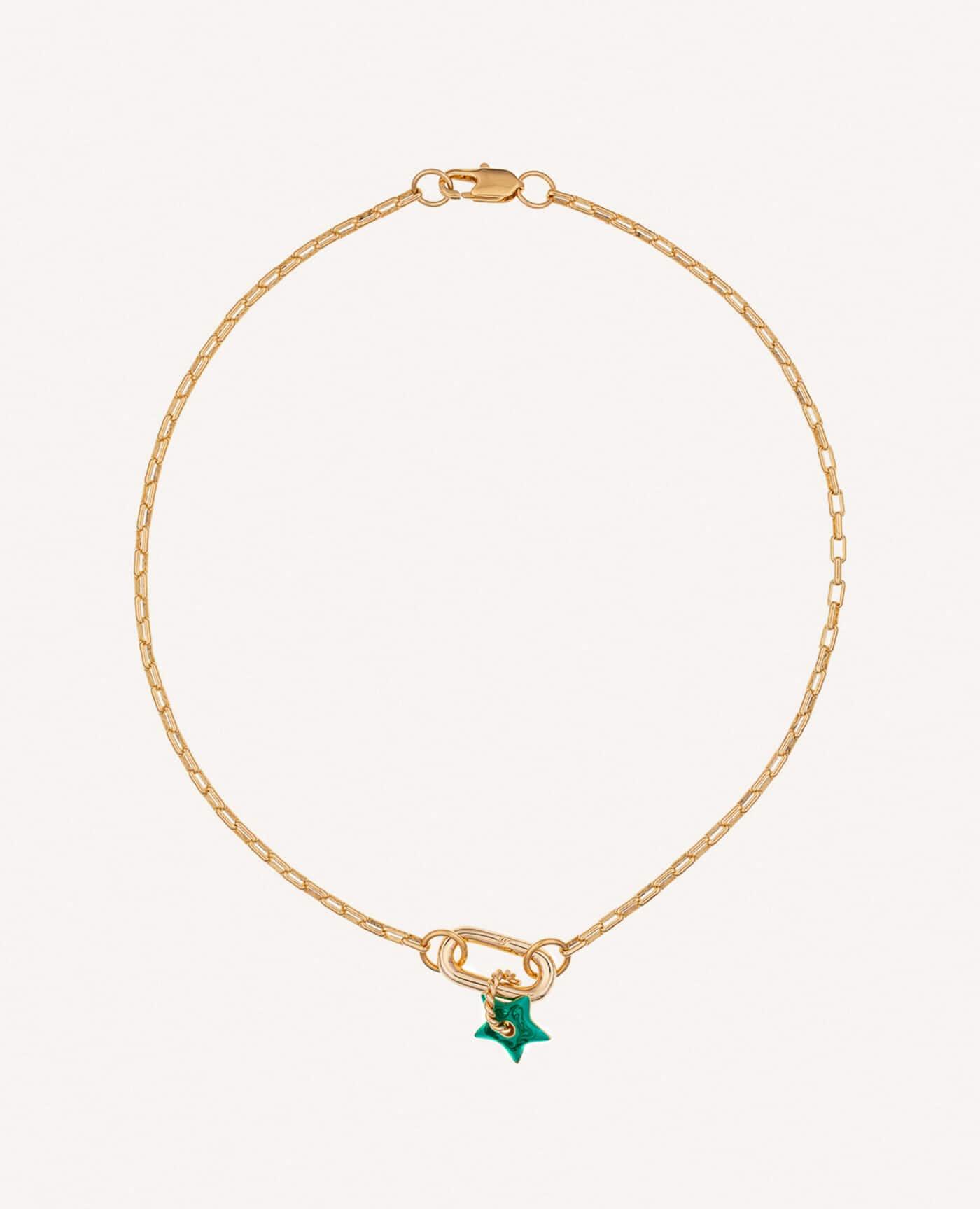 Collier Anemone ras de cou charm avec étoile verte émaillé de la marque Luj Paris