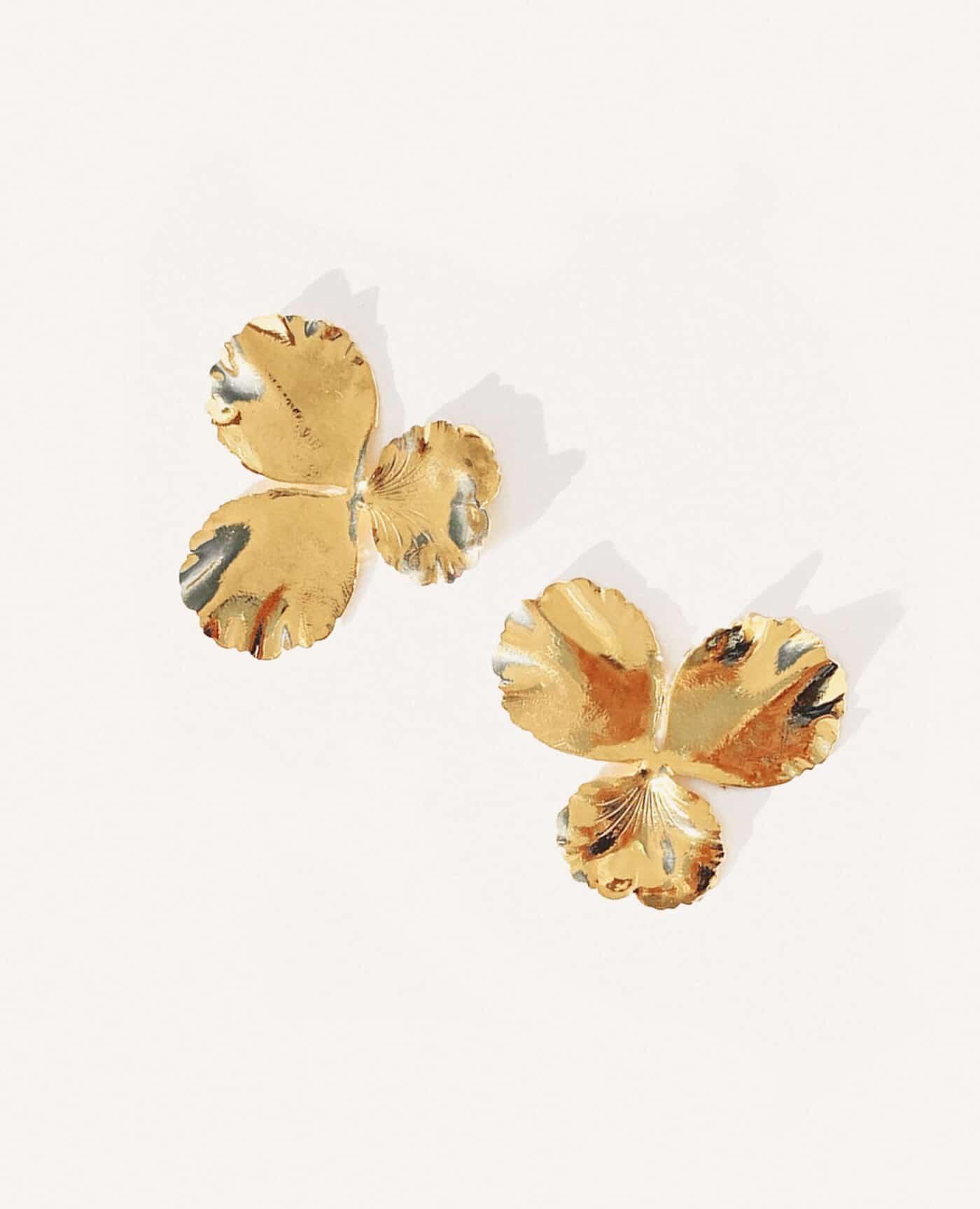 Boucles d'oreilles pensée médium en forme de fleurs de la marque Elise Tsikis