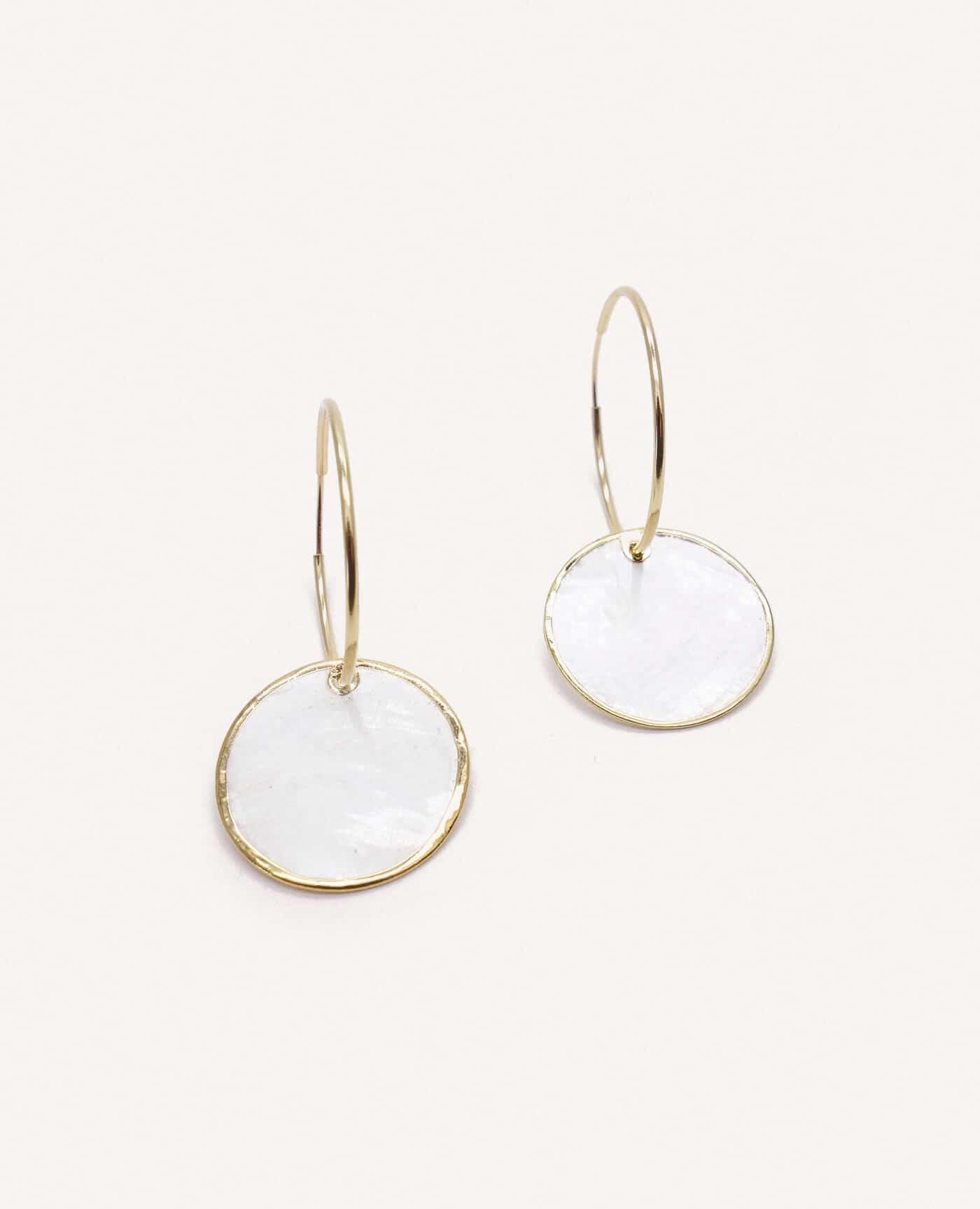 Boucles d'oreilles créoles en or et nacre de la marque Gisel B made in France