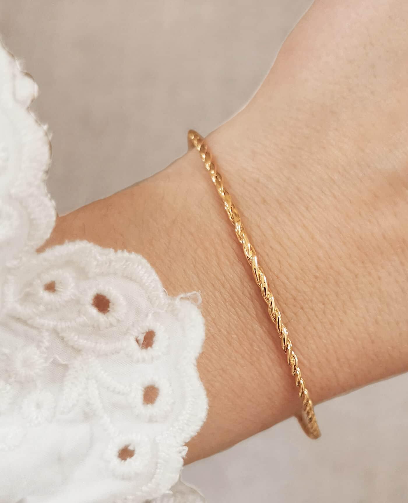Bracelet jonc fin torsadé ceiba de la marque Elise Tsikis