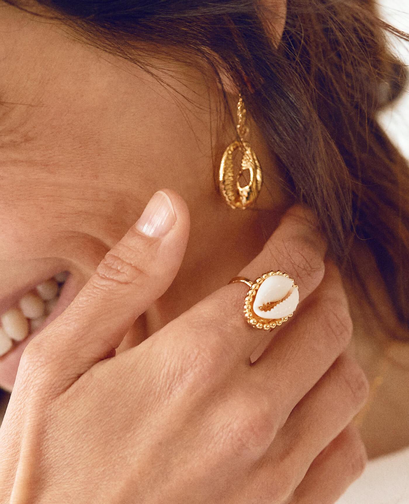 bague en or coquillage modèle Liosa de la marque Elise Tsikis