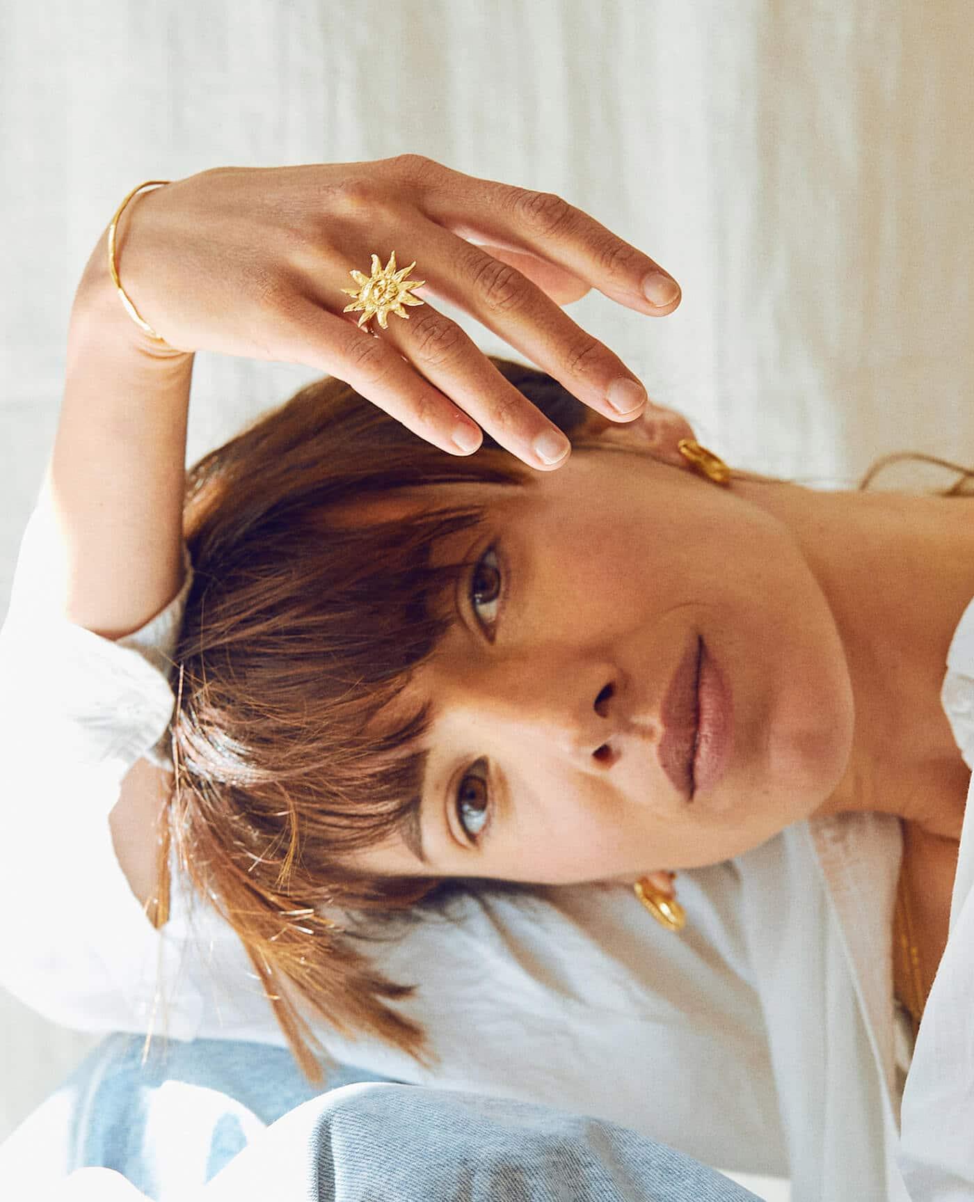 bague en or forme de soleil modèle Démé de la marque Elise Tsikis
