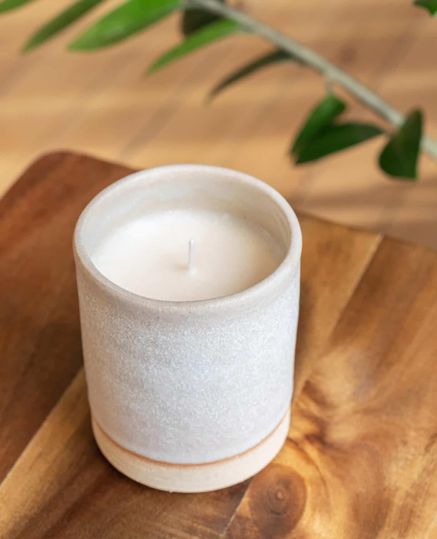 Bougie céramique recharegable blanche modèle la poudrée de la marque Labogie