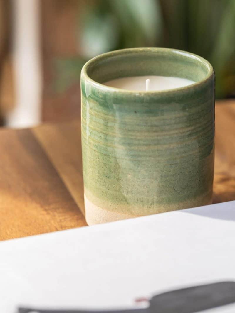 Bougie céramique recharegable verte modèle suzanne de la marque Labogie