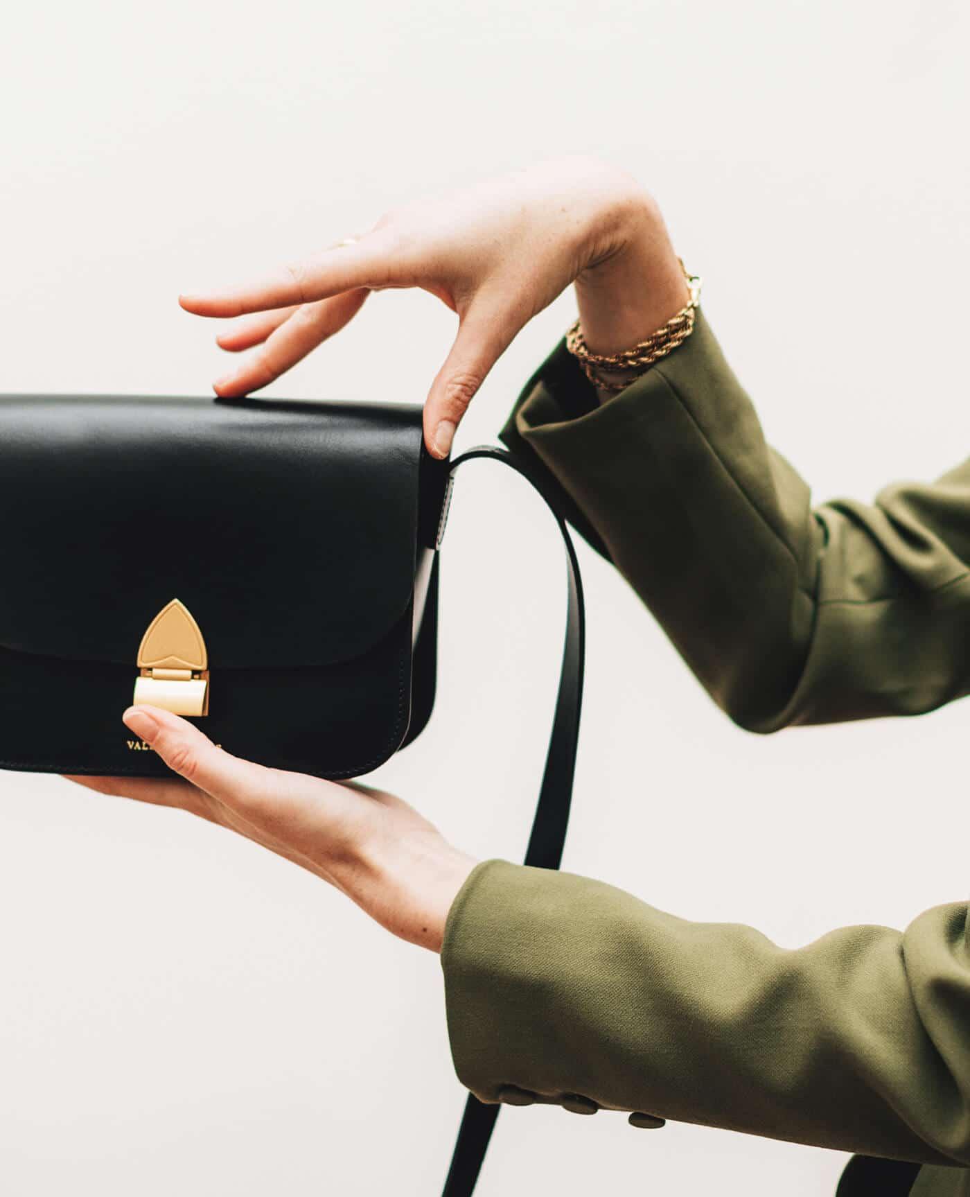 Sac en cuir colette noir de la marque Valet de pique, made in france.