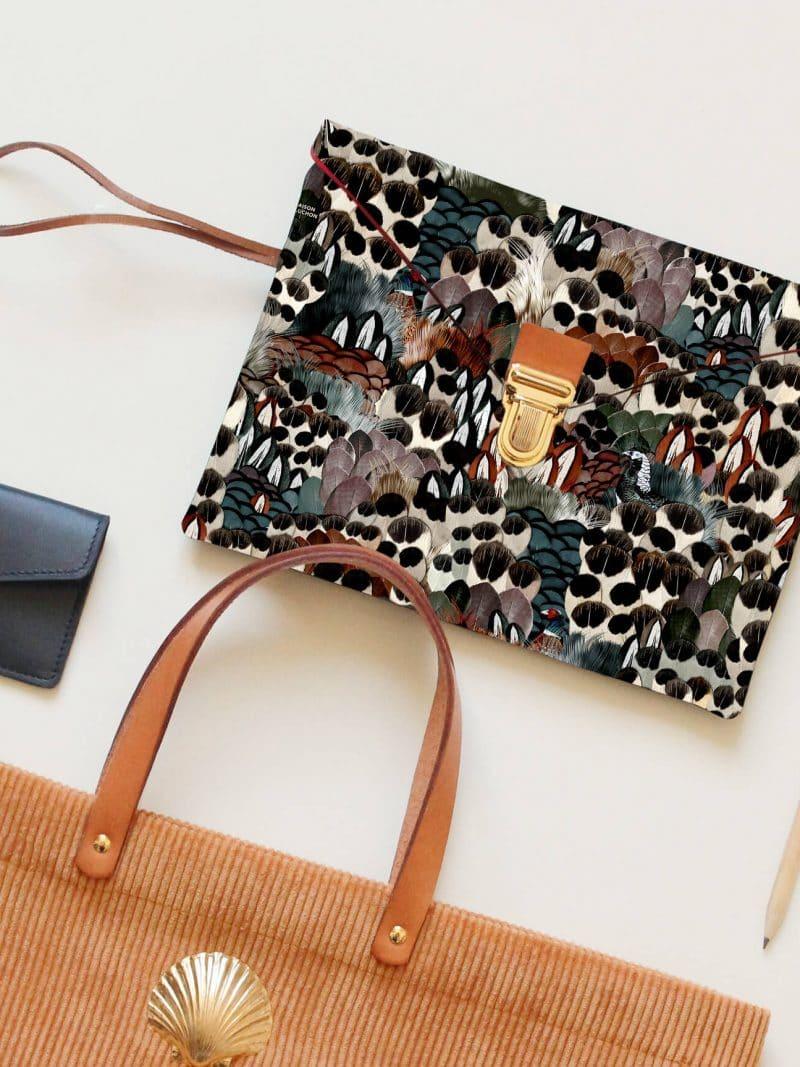 Pochette Ipad 10,5 pouces motif sauvage multicolor de la marque Maison Baluchon